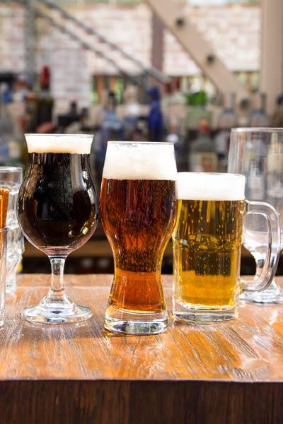 vasos y copas para bar